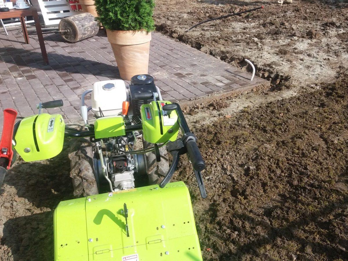 Ciągniczek G 110 z glebogryzarką do zakładania ogrodów