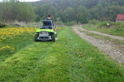 Dostawa kosiarki do wysokiej trawy Climber 7.18 w Gospodarstwie Ogrodniczym Cembra